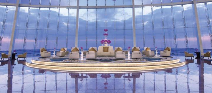jumeirah-at-etihad-towers-restaurants-lobby-bar-lounge-02-hero